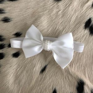 White baby bow with pearls
